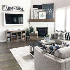 Awesome Farmhouse Living Room Idea (36)