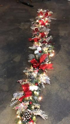 Rose Gold Christmas Decorations, Ribbon On Christmas Tree, Christmas Tree Themes, Christmas Tree Toppers, Christmas Tree Decorations, Christmas Ideas, Classy Christmas, Christmas Wreaths, Christmas Crafts