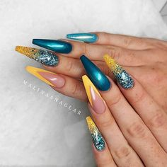 Chic, exquisite and gorgeous French tip nail is a classic nail art design type, which has become the trend of nail art design in recent years. French tip nails were first used by French models to make them look clean and beautiful. In recent years, French Tip Nail Designs, French Tip Nails, Gel Nail Designs, Nails Design, French Tips, Nails After Acrylics, Acrylic Nails, Nailart, Luxury Nails