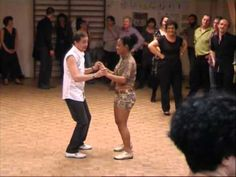 ▶ cours de bachata avec alain et yusi, professeurs de salsa à Mios - YouTube Salsa, Wrestling, Dance Routines, Teacher, Cooking Food, Music, Recipes, Dress, Lucha Libre