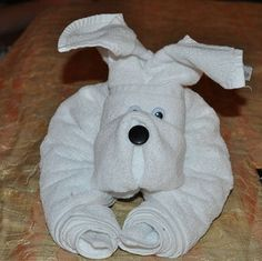 """How to Fold a Towel Dog. Made from one bath and one hand towel, """"Fido"""" is quite well house trained and will give your guests a warm and fuzzy welcome. Cruise lines and B&B Motels use these to make their guest's stay memorable. Diy Origami, Towel Origami, Towel Animals, How To Fold Towels, Towel Crafts, Napkin Folding, Diy Décoration, Hand Towels, Guest Towels"""