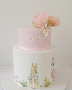 1,634 отметок «Нравится», 50 комментариев — hello naomi  specialty cakes (@hellonaomicakes) в Instagram: «such an amazing week, so many beautiful cakes. this one ! the sweetest little christening cake…»