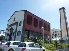 Hier, samedi 28 avril 2012 a eu lieu à 11h30 l'inauguration du nouveau « centre ville de Grands Bois » sur le site de l'ancienne usine sucrière réhabilitée. Des logements sociaux ont vu le jour, mais aussi une crèche, une médiathèque et des commerces....