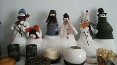 Bonhommes de neige........Pour empêcher le froid de passer sous la porte. ......