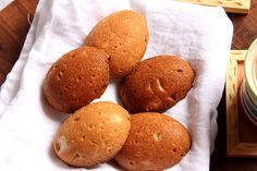 Famous Eggless Shrewsbury Biscuits from Pune but eggless version! How to make Eggless Shrewsbury Biscuits, Shrewsbury Shortbread. Eggless Desserts, Eggless Recipes, Eggless Baking, Delicious Desserts, Egg Recipes, Bread Recipes, Cake Recipes, Recipies, Kinds Of Desserts