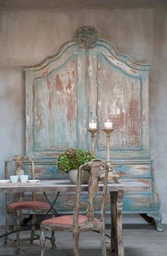 A Beautiful Shabby Armoire. I ♥ That Shabby Paint. Distressed Furniture, Shabby Chic Furniture, Antique Furniture, Painted Furniture, Diy Furniture, Painted Armoire, Antique Armoire, Antique Chairs, Distressed Hutch