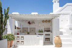 Outdoor kitchen in Puglia, Italy Interior Design Blogs, Backyard Beach, Design Exterior, Greek House, My Dream Home, Beautiful Homes, Outdoor Living, Cottage, House Design