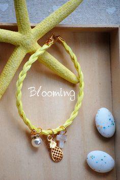 Μαρτυρικα βαπτισης βραχιολια - Blooming Beaded Necklace, Jewelry, Fashion, Beaded Collar, Moda, Jewlery, Pearl Necklace, Jewerly, Fashion Styles