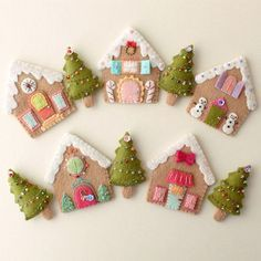 Lebkuchenhäuser sofort-Download PDF-Muster Christmas Sewing, Christmas Patchwork, Christmas Patterns, Embroidered Christmas Ornaments, Felt Christmas Trees, Christmas Houses, Christmas Felt Crafts, Easy Felt Crafts, Clay Christmas Decorations