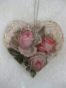 Raindrops and Roses: Photo Valentine Wreath, Valentine Day Crafts, Valentine Decorations, Christmas Crafts, Valentines, Christmas Ornaments, Decoupage Art, Decoupage Vintage, Manualidades Shabby Chic