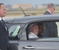 صور: مواقع التواصل تشتعل بعد ظهور بابا الفاتيكان في هذه السيارة!  #سيارات_المشاهير #تيربو_العرب #صور #فيديو #Photo #Video #Power #car #motor #Celebrities