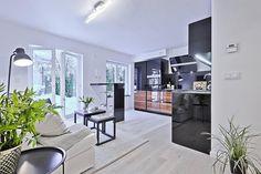 1-sala-integrada-cozinha-preta-e-branca