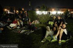 Przez całe lato Centrum Nauki Kopernik organizuje seanse i dyskusje filmowe na świeżym powietrzu. Spotkania w piątki o godz. 21