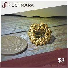 Vintage Gold Toned Christmas Wreath Lapel Pin Vintage Gold Toned Christmas Wreath Lapel Pin Vintage Jewelry Brooches