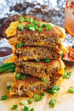 Korean Meatloaf Patty Melt Recipe : A tasty patty melt filled with Korean kimchi meatloaf and plenty of melted cheese! Tofu Recipes, Cooking Recipes, Soba Recipe, Patty Melt Recipe, Meatloaf Sandwich, Chicken Sandwich, Bloody Mary Recipes, Wrap Sandwiches, Vegan Sandwiches