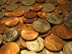 El vocabulario (Sustantivo): Monedas -  Pieza de metal, acuñada, a la que se da un valor económico determinado y que sirve como sistema de pago en las transacciones comerciales.