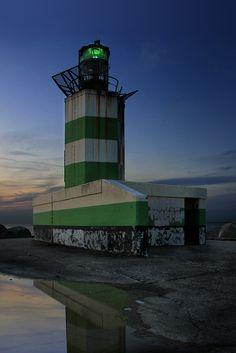 "The Lage vuurtoren van IJmuiden (""low lighthouse of IJmuiden"") is a round, cast-iron lighthouse in IJmuiden, Netherlands"