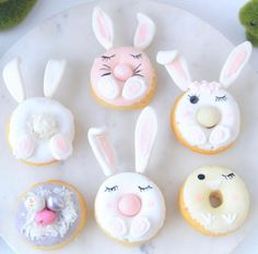 How cute are these little bunny donuts made by the wonderful They would be the perfect treat for an Easter sleepover party! 🐰🥕 They have lots of mermaid, unicorn, dinosaur and koala eye-candy to drool over too. Cute Donuts, Mini Donuts, Baked Donuts, Magnum Paleta, Delicious Donuts, Easter Cupcakes, Cute Desserts, Easter Celebration, Donut Recipes