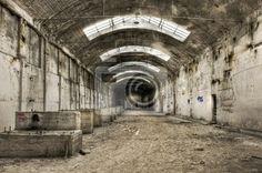 Fotobehang verlaten oude industrieel gebouw - groot • pixers.nl