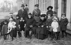 Brazilian Imperial Family - Crown Princess Isabel, her husband Louis Gaston de Orleans, sons e grandsons The Proclamation, Ferrat, Old Photographs, History Facts, Love Photography, Vintage Photos, Empire, Royalty, Culture