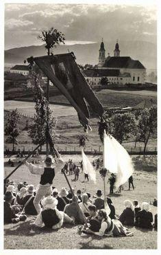 Csiksomlyó:búcsú,1941. Hungary, Louvre, History, Building, Painting, Travel, Art, Art Background, Historia