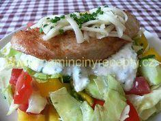 Zeleninový salát s kuřecím steakem a krutony