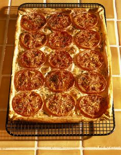 Tomato Phyllo Tart with Havarti- because who doesn't love tarts? Phyllo Recipes, Kitchen Goods, Healthy Choices, Cool Kitchens, Tarts, Yummy Treats, Side Dishes, Brunch, Veggies