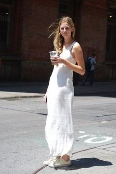 Street Style: Kelsey Keeps Cool in All White and converse shoes