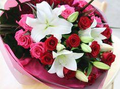 お誕生日の花束 それぞれ主役のお花ばかりですが、相乗効果でとても華やかです