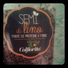 L ' IMPERATIVO PER I MIEI RICCI : SEMI DI LINO ! Li ho appena comprati al supermercato : €1,80 150g ! I semi di lino sono uno dei rimedi naturali per i capelli , utili per la prevenzione delle doppie...
