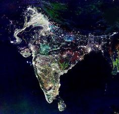@Wereldpics: Diwali Night (Lichtjesfeest), India.  Nationale feestdag India vanuit de ruimte gefotografeerd.