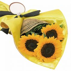 If you are looking for beautiful and fresh sunflower to be send to philippines. Then you may choose sunflower from our online portal. Just look at the innocent sunflower you will outmatically place the order for sure. Online Flower Shop, Sunflower Bouquets, 3 Piece, Portal, Philippines, Seasons, Fresh, Stuff To Buy, Beautiful