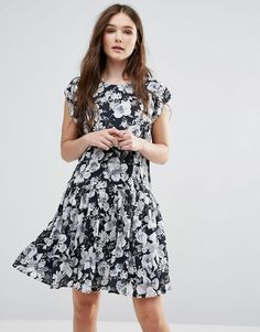 Buy it now. Y.A.S Show Drop Waist Dress in Black and White Floral - Black. Dress by Y.A.S., Printed woven fabric, Round neckline, Cap sleeves, Dropped waist, Regular fit - true to size, Machine wash, 100% Polyester, Our model wears a UK M/EU M/US S and is 174cm/5'8.5 tall. ABOUT Y.A.S. Y.A.S. � �your apparel and style� � sees the successful Vero Moda Very transformed into a contemporary, fashion-forward brand. Exuding understated cool, Y.A.S. is for the independent girl who sees what ...