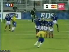 Roberto Carlos ridiculous goal off of a free kick Soccer Gifs, Soccer Memes, Play Soccer, Football Training Drills, Swim Technique, Sports Fails, Soccer Motivation, Soccer Poster, Soccer Skills