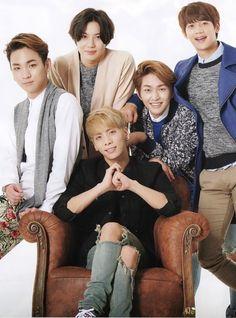 SHINee lol I looks like Minho is about to punch Jonghyun in the back of the head. Noo don't do it! K Pop, Choi Min Ho, Shinee Jonghyun, Lee Taemin, Jay Park, Vixx, Cnblue, Btob, Nct 127
