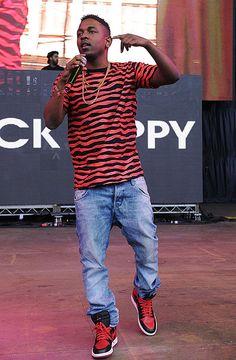 Kendrick Lamar's t-shirt and sneakers. Simple but cool!