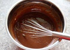 Nepečený čokoládový koláč, Nepečené zákusky, recept | Naničmama.sk Cupcake Cakes, Health Fitness, Food And Drink, Cooking Recipes, Sweets, Homemade, Baking, Kitchen, Cooking