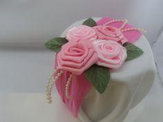 Linda faixa pra cabeça de criança com meia de seda, flor de fita de cetim cada com largura 4x4cm, tons rosa, folhas , tiras de pérolas . Pode ser feita em outras cores. temos tamanhos de 0 até 4 anos . R$16,00