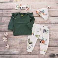 Baby Girls' Floral Outfit Set - The Best Floral Outfits Baby Outfits, Kids Outfits, Pyjamas, Ideas Armario, Baby Girl Pants, Baby Girls, Toddler Pants, Toddler Girls, Jumper