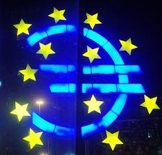 Geld verdienen im Internet: Euro fällt weiter