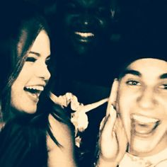 Awwww Wth is that in the background Justin Bieber Selena Gomez, Justin Bieber And Selena, Justin Photos, Cutest Couple Ever, True Love, Cute Couples, The Past, Celebs, Heart