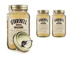 Während der Prohibition war Moonshine der Schwarzgebrannte, der von waghalsigen Jungs in ihren heißgemachten Autos quer durchs Land geschmuggelt wurde. Die Idee hinter O'Donnell Moonshine ist ein kleines bisschen anders, denn dieser Schnaps entstand, um dem Hype von Wodka, Gin und Whisky etwas spannendes entgegen zu setzen. Feine Kornbrände aus kleinen, regionalen Destillen sind die Basis für den O'Donnell Moonshine. Abgefüllt in die typischen Einmachgläser und mit einem klassisch…