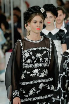 Beauty Buzz: Chanel Cruise Takes Orange Lips to the Next Level, Rihannas Latest Hairstyle, More