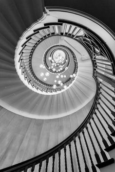 Heals Staircase by Lee Pelling