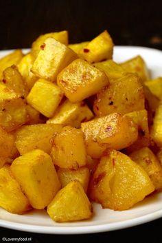 Pittig geroosterde pompoen - Lovemyfood.nl Sweet Potato, Tapas, Side Dishes, Bbq, Potatoes, Vegetables, Cake, Desserts, Food