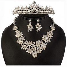 Set bijuterii Safiria - incantator prin designul floral, eleganta perlelor si stralucirea cristalelor. Floral, Jewelry, Fashion, Crystal, Moda, Jewlery, Bijoux, Fashion Styles, Florals