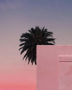 French Photographer Andria Darius Pancrazi Captured Endless Summer In Minimalist Pictures A As Architecture, Minimalist Architecture, Minimal Photography, Art Photography, Aesthetic Photo, Pink Aesthetic, Summer Memories, French Photographers, Pink Sky