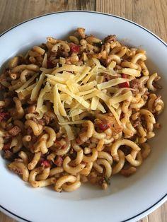 Macaroni van vroeger - Duizenden1dag Pasta Noodles, Pesto Pasta, Pasta Salad, Italian Dishes, Italian Recipes, Macaroni Spaghetti, Happy Foods, No Cook Meals, Pasta Dishes