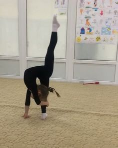 Yoga Girls 333829391129400340 - I always wonder how many kids who can do this will later be diagnosed to EDS or another type of connective-tissue disorder. Dance Moms, Just Dance, Flexibility Dance, Gymnastics Flexibility, Flexibility Workout, Acrobatic Gymnastics, Amazing Flexibility, Gymnastics Tricks, Gymnastics Workout