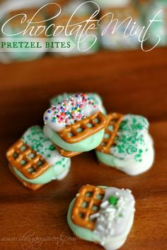 Chocolate Mint Pretzel Bites: delicious peppermint pattie centers between two #snyders pretzel snaps. perfect for #stpattysday www.shugarysw...